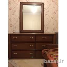 سرویس خواب دو نفره چوبی،همراه دراور، آینه و دو عدد پاتختی در حد نو